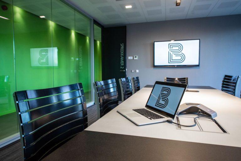 Videoconference en slimmme vergadertechnologie voor elk bedrijf